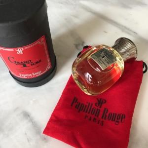 Papillon rouge parfum boutiques Paris