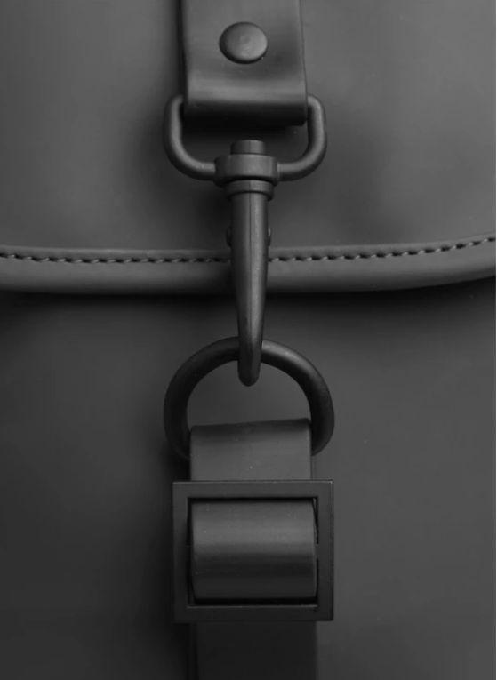 rains-sac-a-dos-drawstring-Backpack-noir-artydandy-3